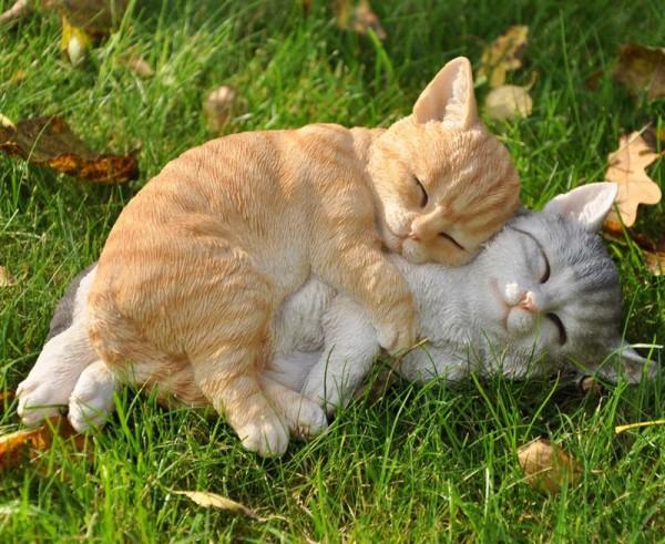 Gartenfigur Deko Figur Zwei schlafende Katzen - 27 cm wetterfest