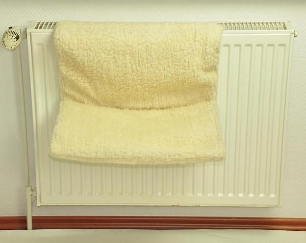 Katzen-Heizungsliege DREAM - 50 x 30 cm beige - zum Einhängen