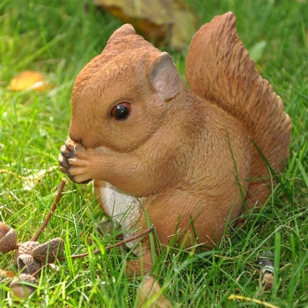 Baby Eichörnchen Gartenfigur | handbemalt | wetterfest |